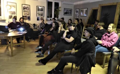 Die Rapperin Nifty MC aus Weimar hielt am 16.10.2019 im Rahmen der Alternativen Orientierungstage einen Vortrag über Frauen* im Rap.
